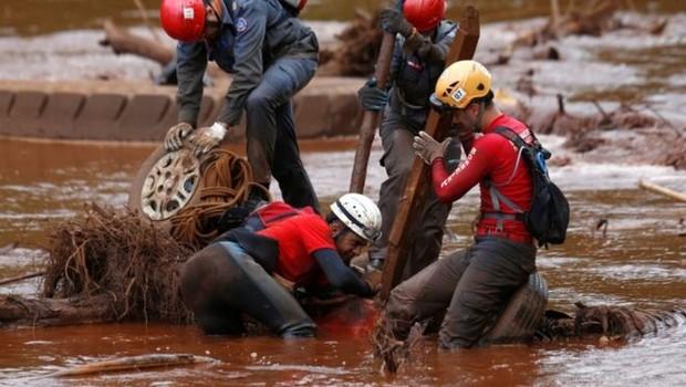 Mesmo após o ocorrido em Brumadinho, mudanças no processo de licenciamento ambiental seguem na pauta - mas com propostas de regras diferentes para a mineração (Foto: Reuters via BBC News Brasil)