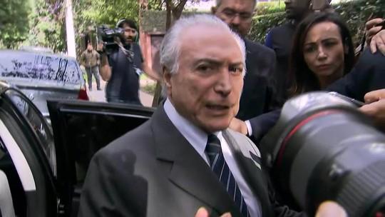 Michel Temer fala com jornalistas após ser solto