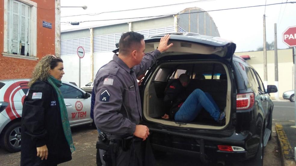 Namorado foi preso na rodoviária de Itapetininga — Foto: Claudia Prates/TV TEM