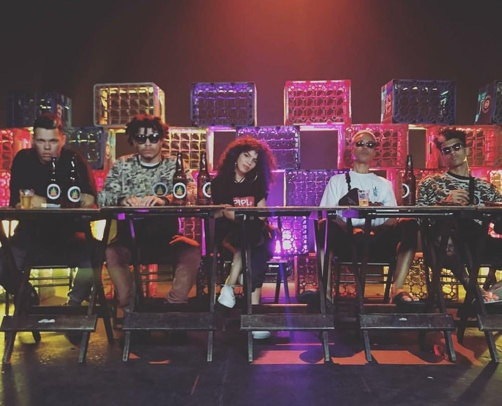 Lord, Choice, Maria, Sant e Tiago Mac durante sessão do projeto Poesia Acústica — Foto: Divulgação