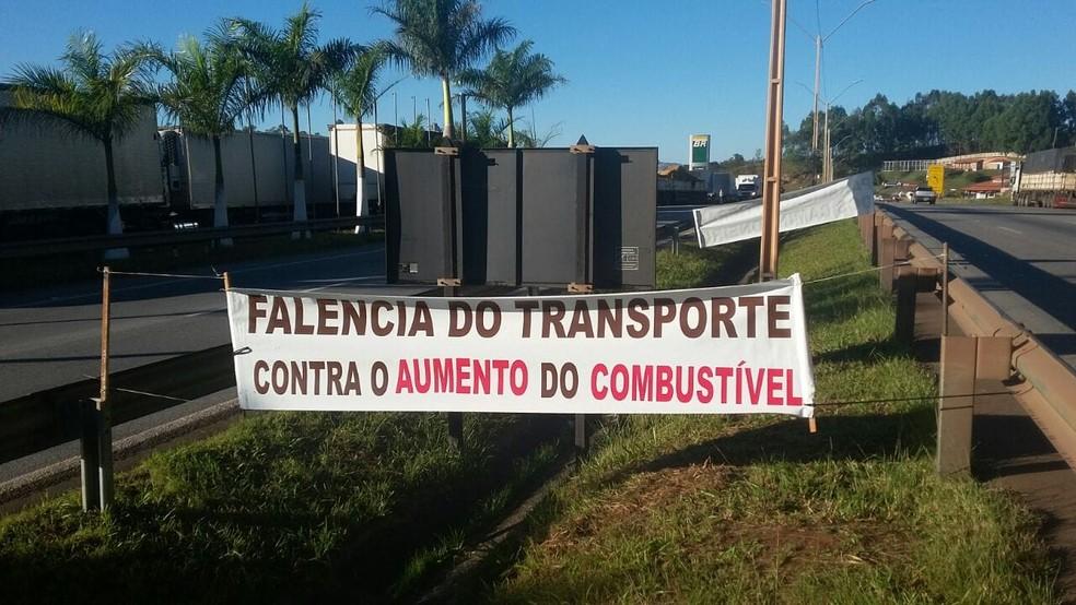Caminhoneiros fazem mobilização em Oliveira (Foto: Marcelo Praxedes/Divulgação)