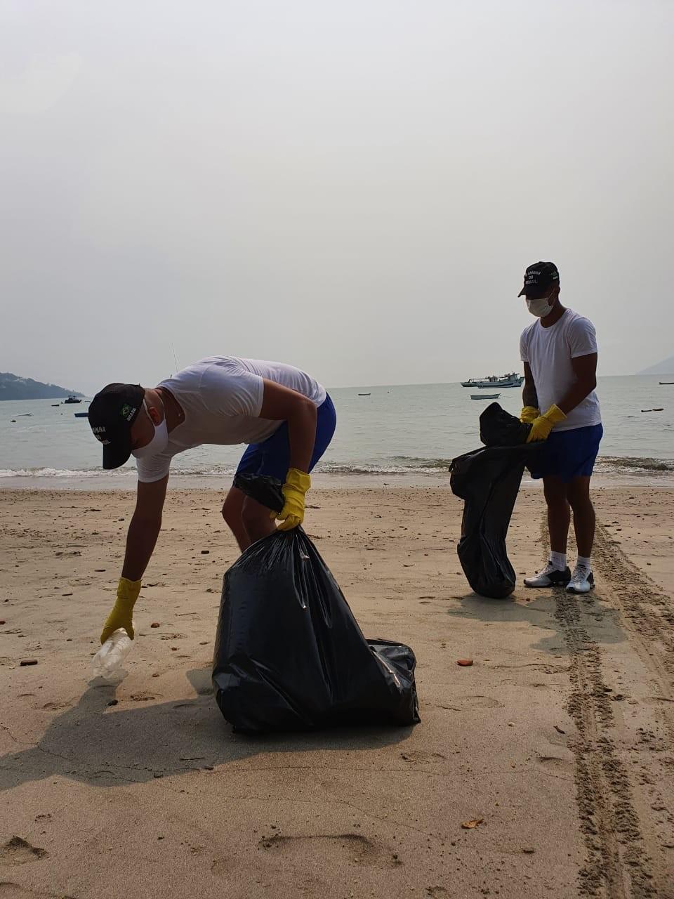 Voluntários recolhem mais de 180 kg de lixo de praias do Litoral Norte