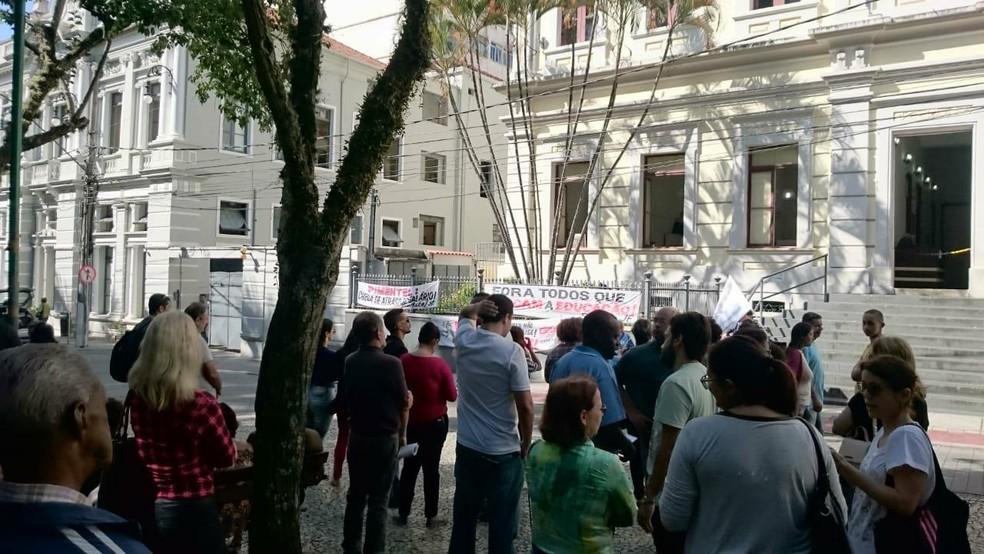 -  Servidores estaduais de ensino paralisaram atividades em Juiz de Fora  Foto: Luís Felipe Falcão/ TV Integração
