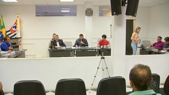 Vereadores rejeitam contas de 2015 do ex-prefeito de Angatuba em sessão extraordinária