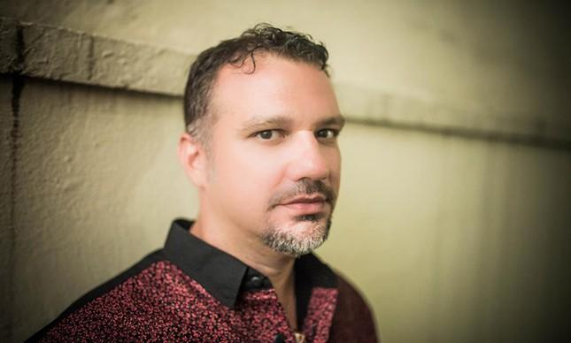 O cantor e compositor Gustavo Macacko