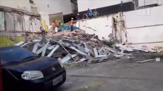 Muro desaba e soterra homem em Niterói, no RJ