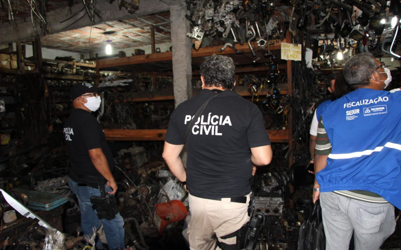Carro avaliado em R$ 200 mil é apreendido em ação de combate a 'desmanche' e comércio ilegal de peças em Salvador