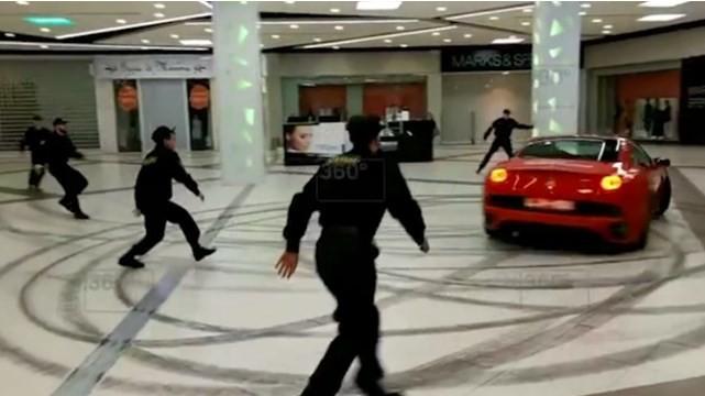 Ferrari invade shopping em Moscou