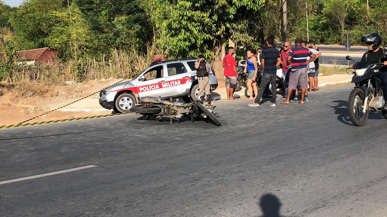 Homem morre após perder controle de moto e invadir contramão de via, em João pessoa