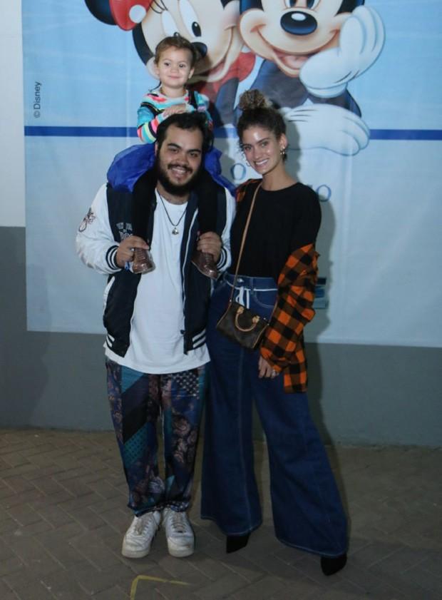 Francisco Gil e Laura Fernandez com Sol de Maria (Foto: Daniel Pinheiro/AgNews)