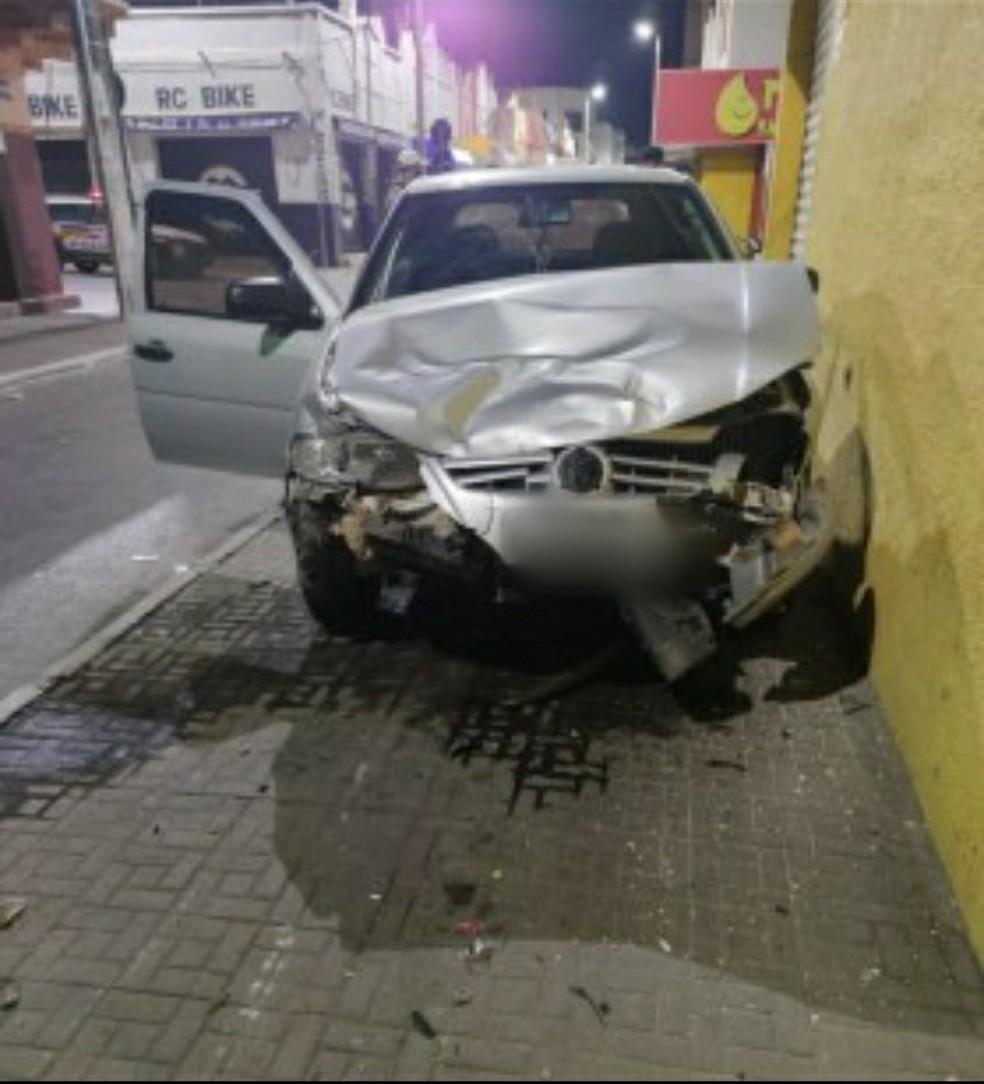 Motociclista foi atingido por carro no Centro — Foto: Polícia Militar/Divulgação