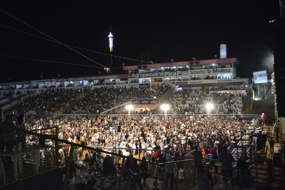 Daniel se apresentou no palco principal da Expoari, na quinta-feira (25) — Foto: Jeferson Carlos/G1