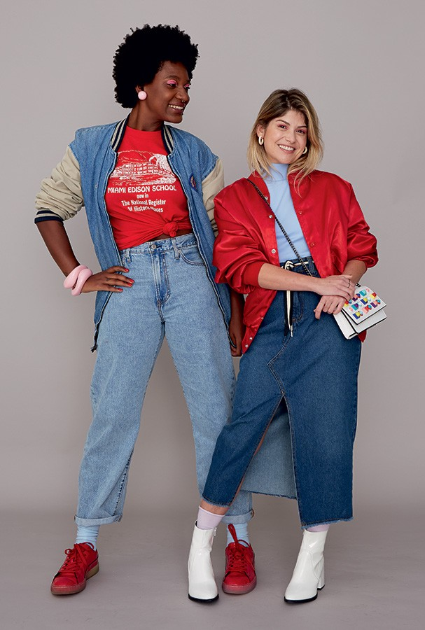 A repórter Luanda Vieira usa jaqueta D.A.M.N Project, camiseta Thrif-tee e calça Frou Frou Brechó. A editora-sênior Giovana Romani usa jaqueta Thrif-tee, body Ahlma e saia D.A.M.N Project (Foto: Takeuchiss)