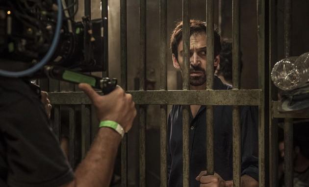 Julio Andrade gravando as últimas cenas da atual temporada de 'Sob pressão' (Foto: Mauricio Fidalgo / TV Globo)