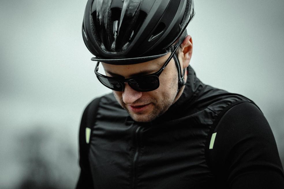 Não se esqueça de itens de segurança como o capacete indicado para o uso que você vai fazer da bike — Foto: Unsplash
