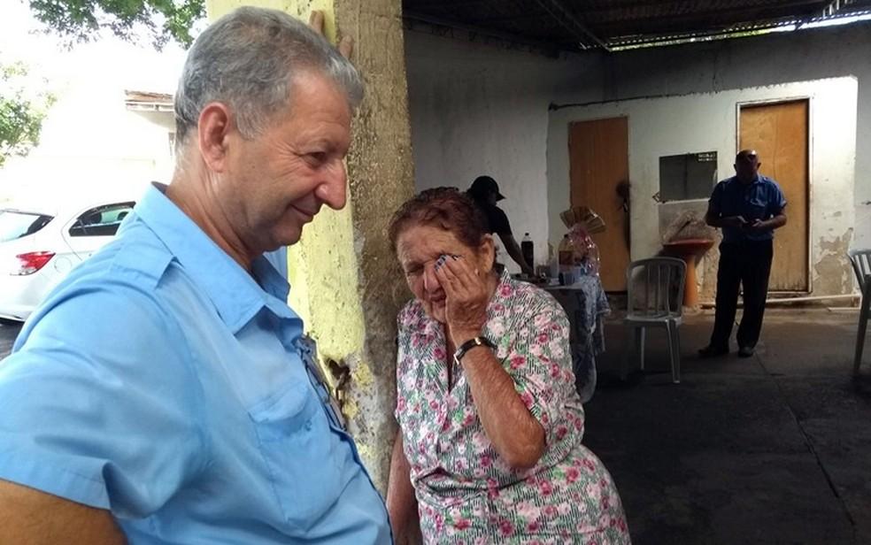 O motorista Jair Gilberto Andreotti e a enfermeira aposentada Maria Barbosa Caraca durante a festa de aniversário dela (Foto: Pedro Spadoni/G)
