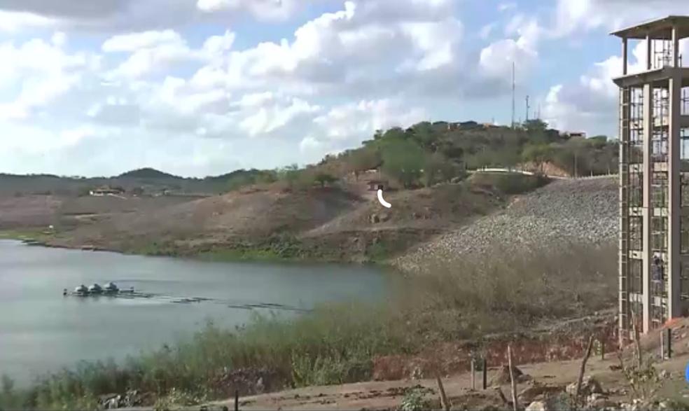 Mesmo com recargas da transposição do Rio São Francisco, açude de Boqueirão tem menos de 10% de água.  (Foto: Reprodução/TV Paraíba/Arquivo)
