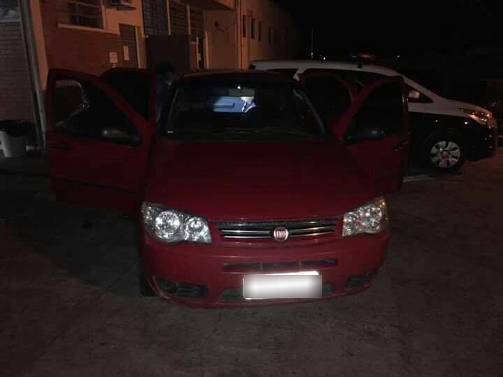 Droga estava dentro de um carro, em Presidente Epitácio (Foto: Osvaldo Bento/ Jornal Debate Notícias/Cedida)