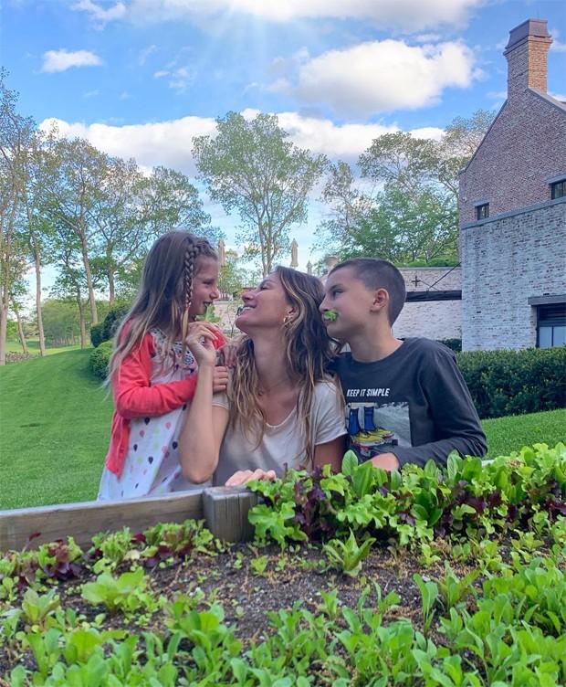 Gisele Bündchen e os filhos, Vivian e Benjamin (Foto: Reprodução / Instagram)
