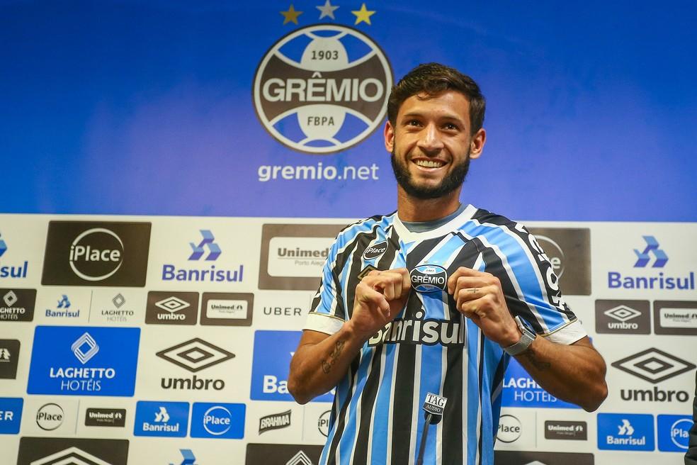 Juninho Capixaba é apresentado no Grêmio (Foto: Lucas Uebel / Grêmio, DVG)