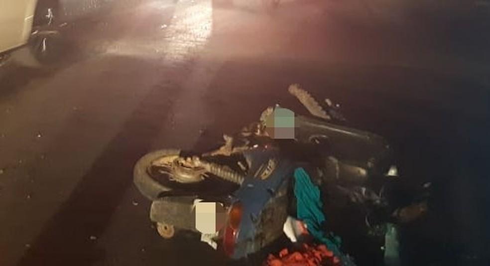 Duas motos colidiram na BR-104, em Caruaru. — Foto: Polícia Rodoviária Federal