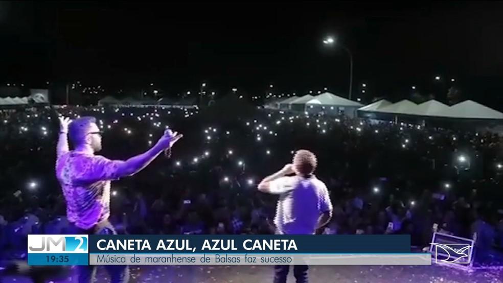 Manoel fez uma participação especial em um show do cantor Gabriel Gava, no Tocantins, e cantou a 'Caneta Azul'. — Foto: Reprodução/TV Mirante