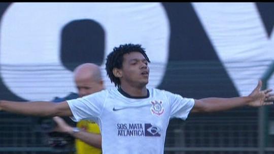 """Corinthians zoa Palmeiras com """"aniversário"""" dos dois primeiros gols de Romarinho no Dérbi"""