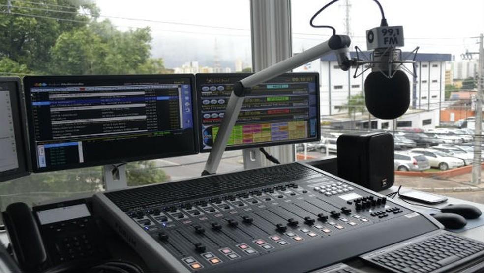 Estúdio Glass da Centro América FM em Cuiabá — Foto: Divulgação