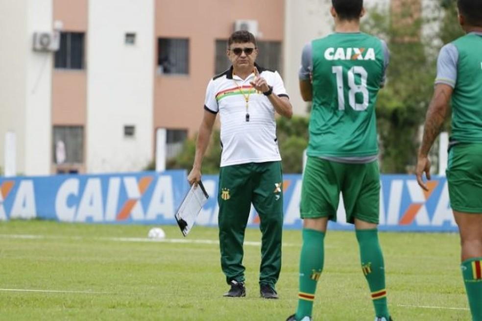 Flávio Araújo tem comandado atividades técnicas e priorizado a velocidade do time — Foto: Sampaio / Divulgação