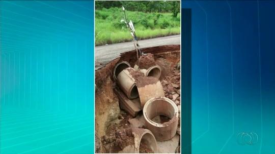 Cratera se abre em rodovia e coloca motoristas em risco no Tocantins