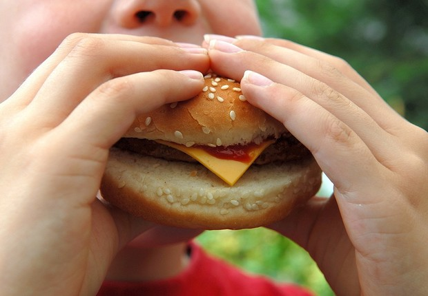 Criança; fast food; comida (Foto: Thinkstock)