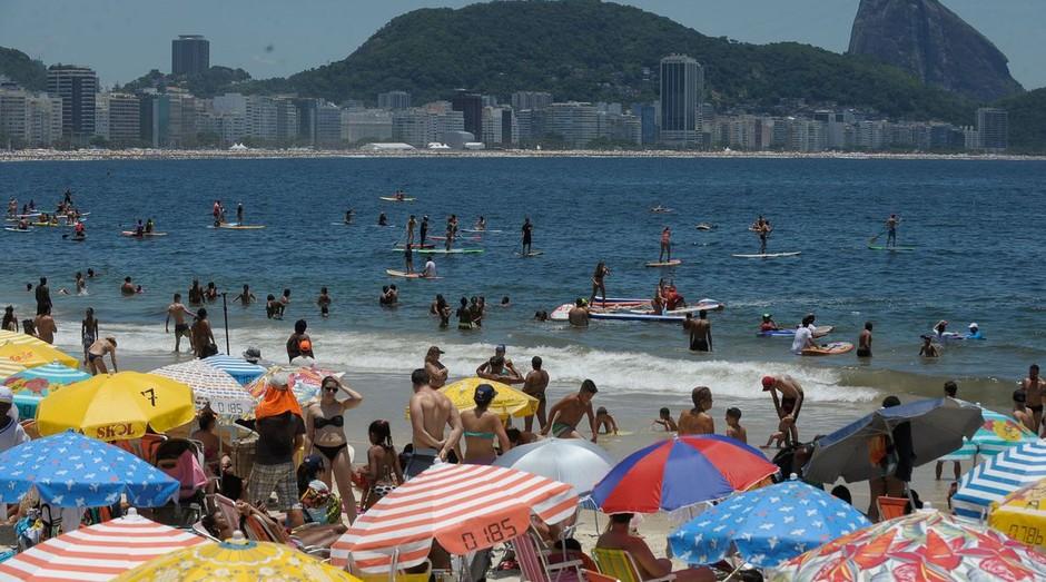 Praia de Copacabana, no Rio: violência atrapalha o turismo na cidade (Foto: Agência Brasil)