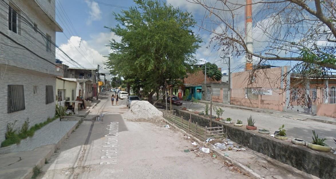 Vizinhas são baleadas em frente de casa e uma delas morre, no Recife