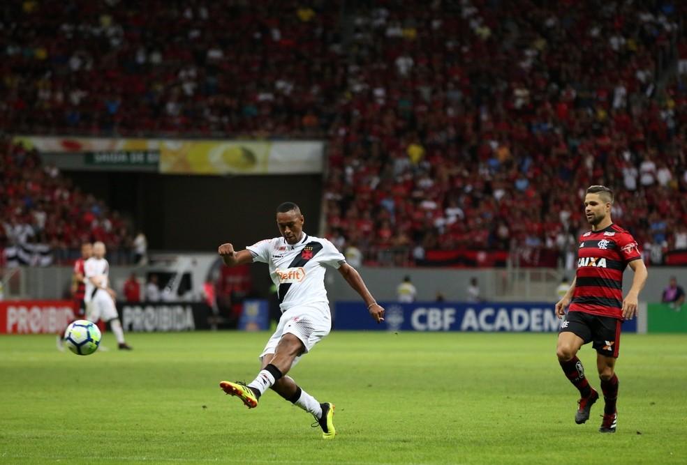 Fabricio chegou a atuar como meia pelo Vasco, incluindo no clássico contra o Flamengo — Foto: Carlos Gregório Jr. / Vasco