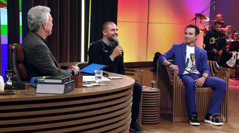 Os ex-jogadores de futebol, o cantor Diogo Nogueira e o comediante Marco Luque conversam com Pedro Bial (Foto: TV Globo)