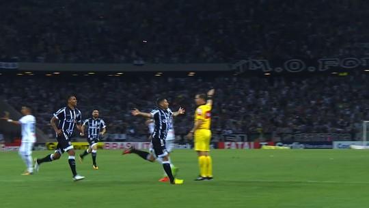 """Após vitória, Chamusca ressalta postura do time e lembra: """"Oito batalhas pela frente"""""""