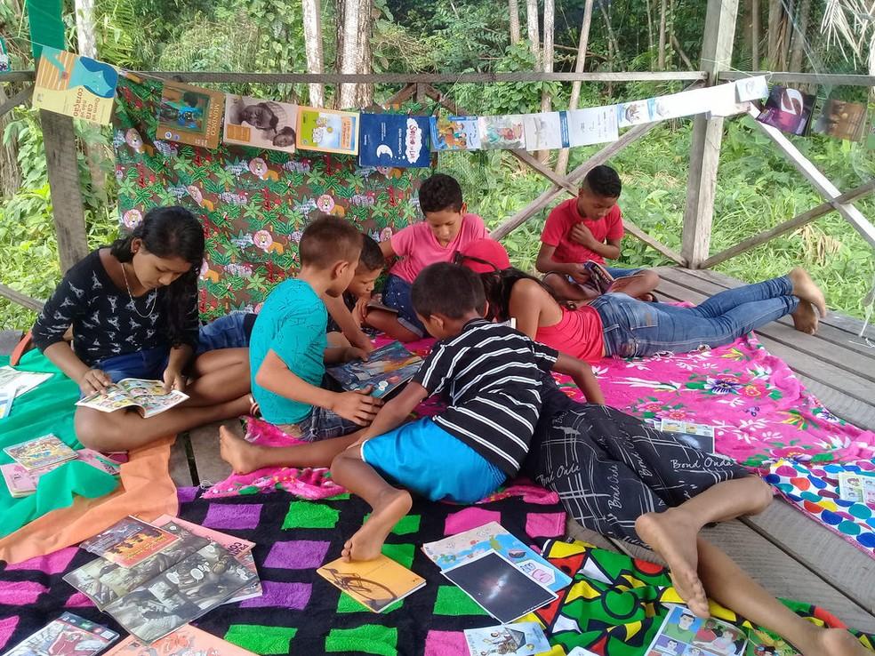 Projeto Barca das Letras oncentiva à leitura crianças moradoras de regiões ribeirinhas, quilombolas e indígenas  — Foto: Barca das Letras/Divulgação