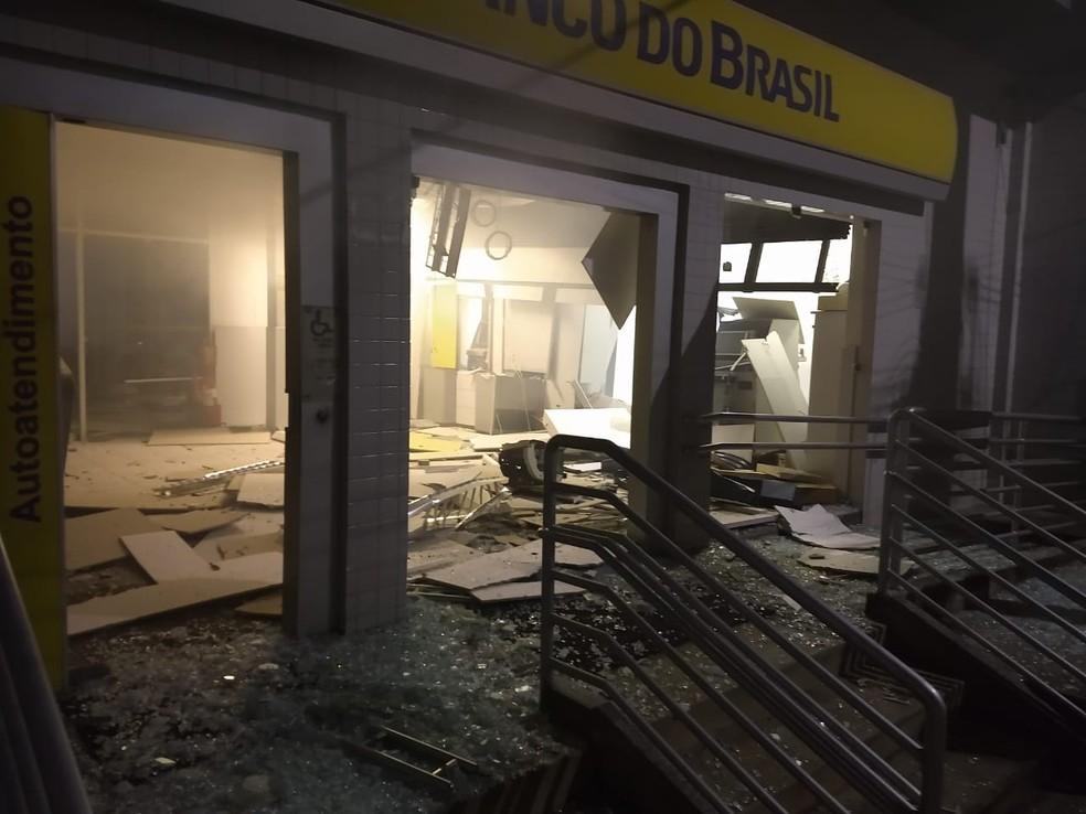 Agência do Banco do Brasil de Pombos foi alvo de bandidos na madrugada desta terça-feira (3) (Foto: Reprodução/WhatsApp)