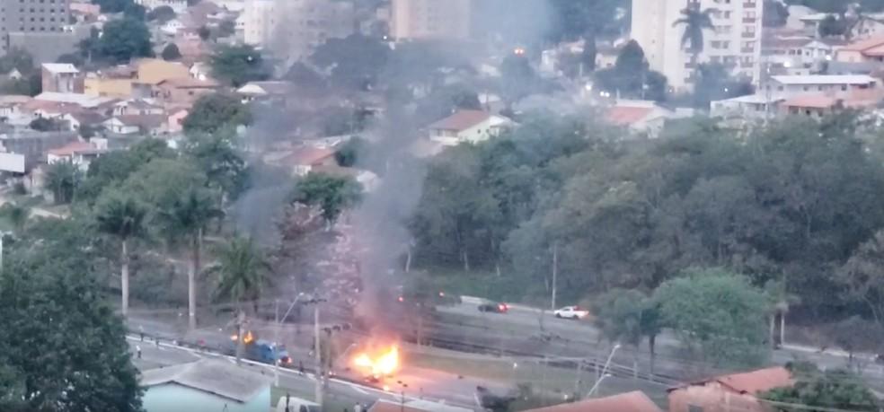 Protesto causa tumulto na Avenida Fundo do Vale em São José dos Campos  — Foto: Arquivo pessoal