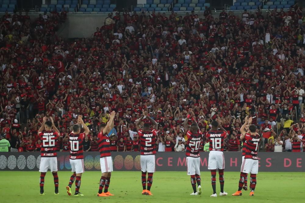 A nove dias da volta do Brasileiro, torcida compra 16,5 mil pacotes de jogos do Fla