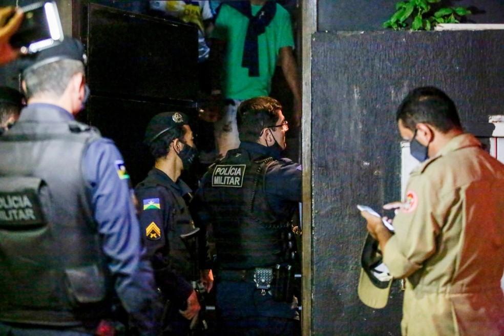 Polícia encontra estabelecimento com 98 pessoas trancadas em Porto Velho — Foto: Frank Néry/Governo de RO