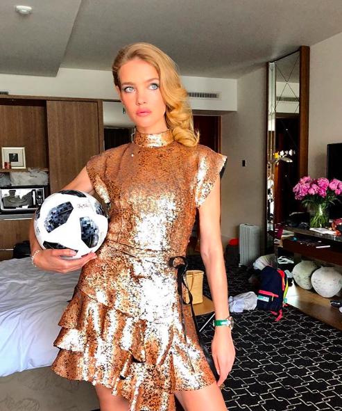 Natalia Vodianova pronta para a cerimônia de encerramento da Copa do Mundo 2018 (Foto: Reprodução/Instagram)