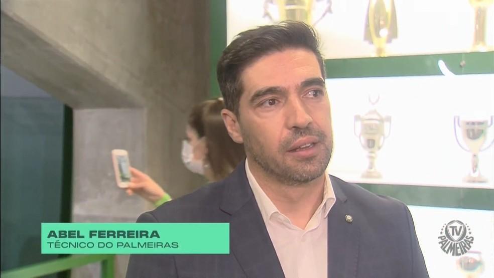 Abel Ferreira durante o lançamento da sala de troféus do Palmeiras — Foto: Reprodução/TV Palmeiras Plus