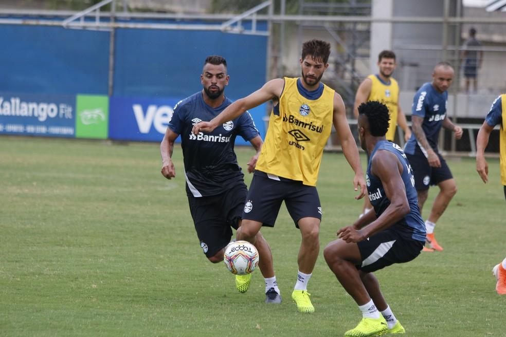 Maicon e Lucas Silva podem formar meio-campo do Grêmio — Foto: Eduardo Moura