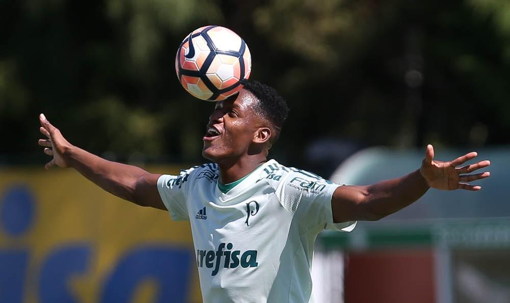 Sem Borja, Mina e Guerra, Palmeiras se apresenta com 31 atletas