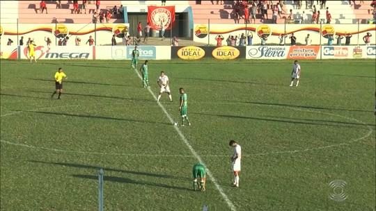 """Marcos Nascimento rasga elogios a Carioca após golaço de falta: """"É um jogador diferenciado"""""""
