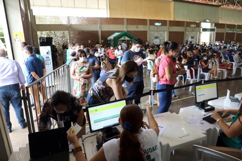 Cinco capitais com menos habitantes que Cuiabá têm mais postos de vacinação contra a Covid-19