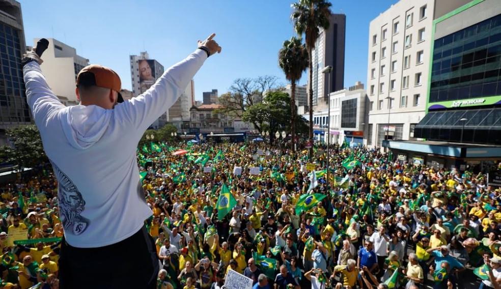 Tales Volpi participou de manifestações em apoio ao governo  — Foto: Reprodução/Facebook