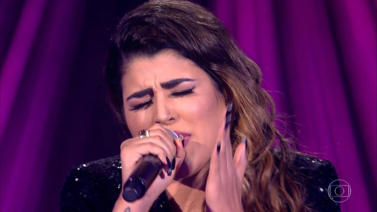 Nanara Bello canta 'Ciumeira'