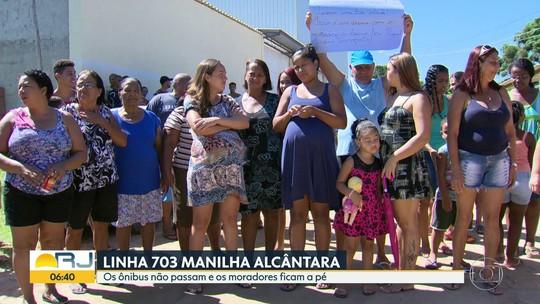 Moradores de Itaboraí, no RJ, andam cerca de nove quilômetros para conseguir pegar um ônibus